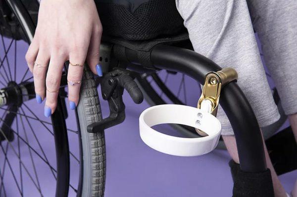 FFORA przygotowała akcesoria dla osób niepełnosprawnych