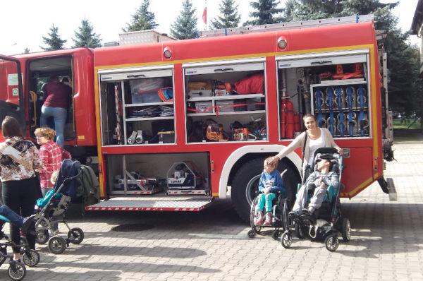 Rzeszów: dzieci niepełnosprawne odwiedziły strażaków