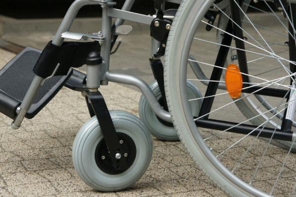"""PFRON opublikował raport """"Problemy osób niepełnosprawnych w zaopatrywaniu się w artykuły pierwszej potrzeby w czasie epidemii"""""""