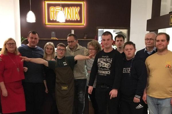 Integracyjna Cafe Równik apeluje o tolerancję wobec niepełnosprawnych kelnerów