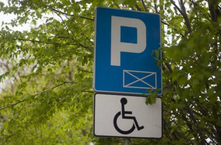 Niepełnosprawni muszą płacić za parkowanie przy jednym z krakowskich szpitali
