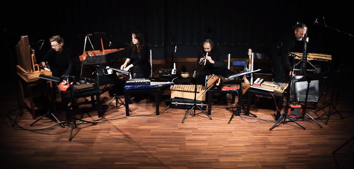 Instrumentaliści wykonujący utwór