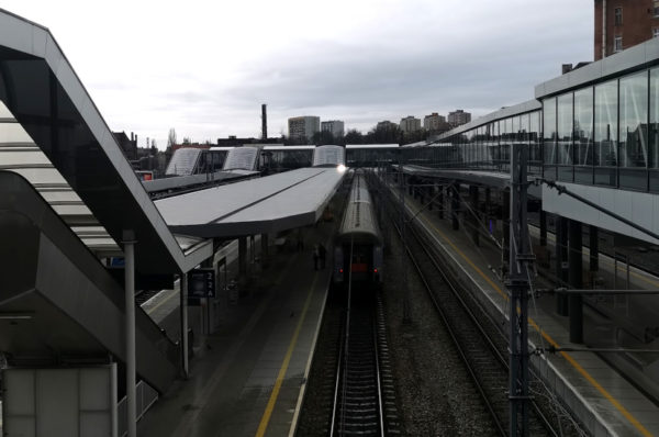 Szczeciński dworzec kolejowy sprawia problemy niewidomym