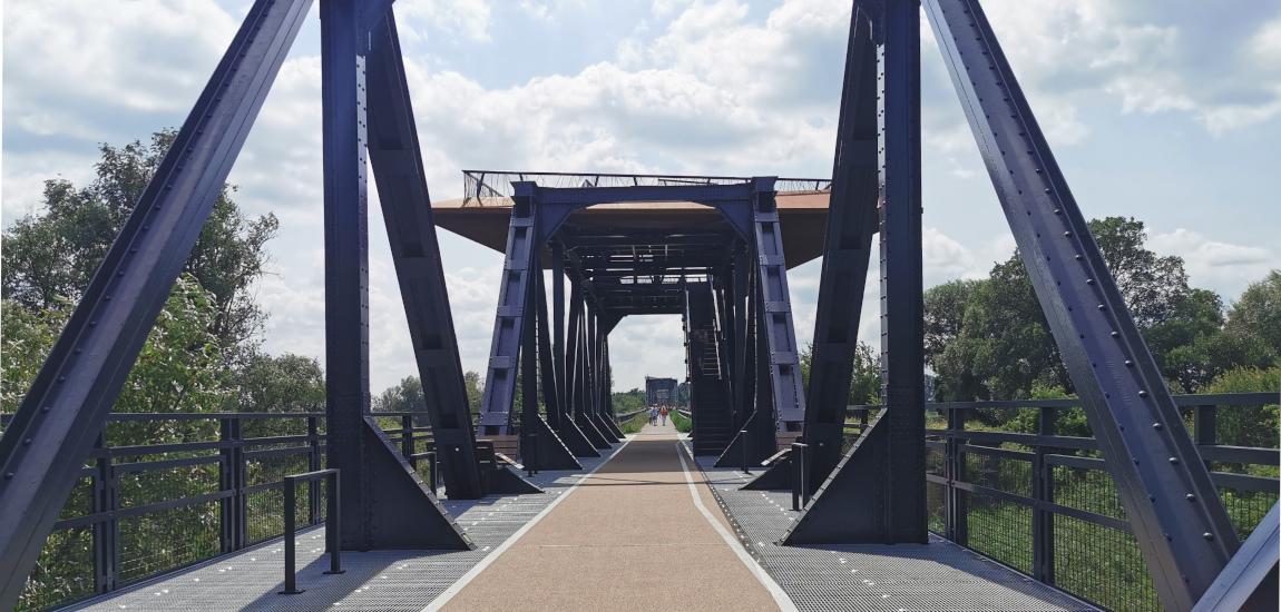 Most pieszo-rowerowy w Siekierkach - wieża widokowa