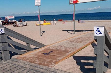 Drewniana kładka na plaży w Międzyzdrojach