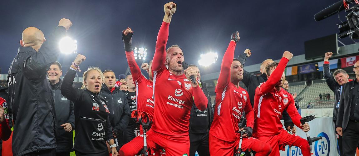 Cieszący się ze zwycięstwa polscy zawodnicy