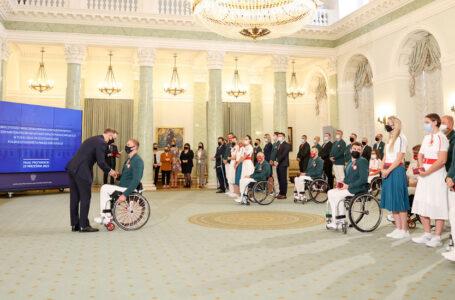 Prezydent Andrzej Duda odznaczył paraolimpijczyków, trenerów i działaczy
